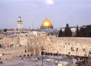 The Western Wall Plaza 右二